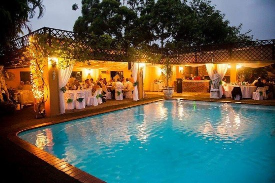 Uvongo, South Africa: Alfresco dining on Pool Deck