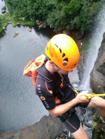 Eau Coulee: forfait : 1/2 journée canyoning, deux cascades