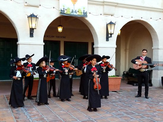 Junior Mariachis in the courtyard.
