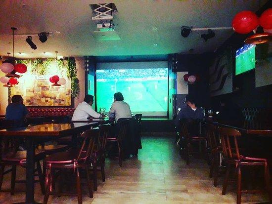 Camaleón Restaurante: Vive la #championsleague #juventus 2 #athleticomadrid 0 emociones Camaleón #cocteles2x1 #bbc #ceviches2x1 Gooool!