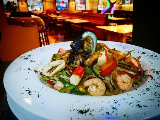 Camaleón Restaurante: #CamaleónRestauranteBar una noche especial para #cenar acompañado de música #cocteles #karaoke #bbc y varias sorpresas más.