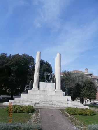 Monumento ai Caduti delle Guerre: Monumento alla Gloria
