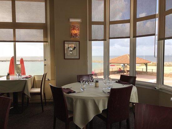 La Bernerie-en-Retz, France: vue dégagée vers l'extérieur du restaurant