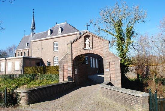 Megen, هولندا: Clarissenklooster, poort