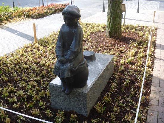 Kirikabu to Shojo Statue