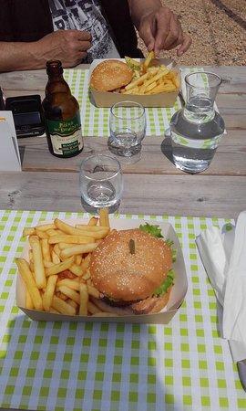 Burger maison avec produits locaux et bière artisanale...en toute simplicité!