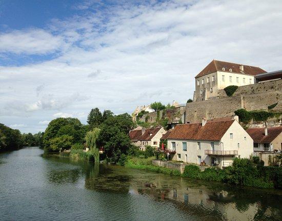 Enceinte médiévale de Pesmes