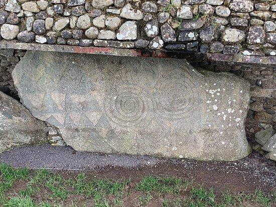 Newgrange petroglyph art. Day-tour with Beautiful Meath Tours