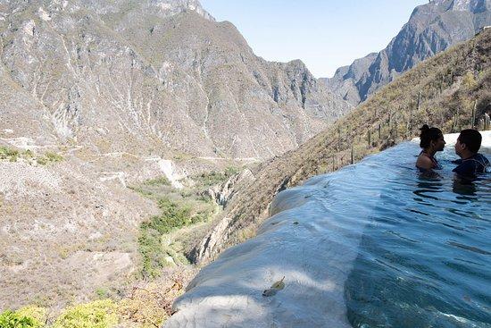 Tolantongo, เม็กซิโก: Mountain View from the pool