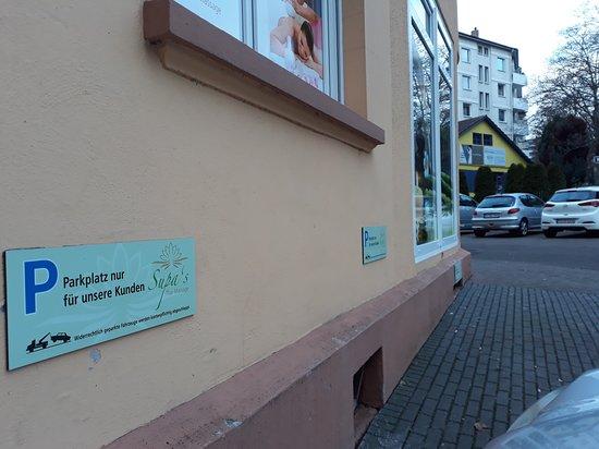 Pforzheim, Tyskland: Free customer parking