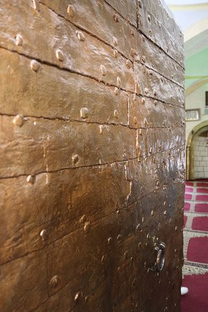 West Bank, Palestinian Territories: Entrance door to Mosque