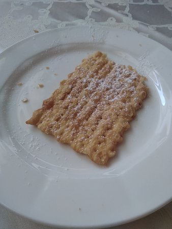 Castelbellino, Italy: Some sort of Chiacchiere for dessert.