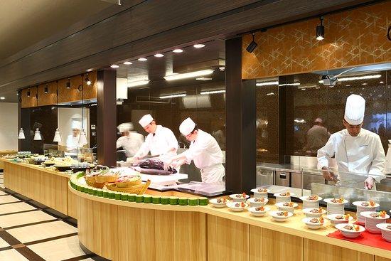 Oedo Onsen Monogatari Nanki Kushimoto: 南紀串本レストランの目玉。 まぐろ解体ショーは365日、毎日開催!