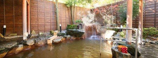 【黄金の湯】露天風呂は黄金色に濁った、黄金の湯