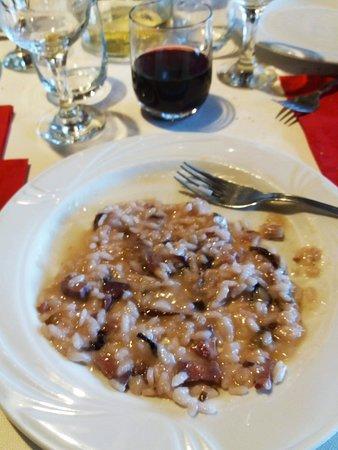 Cerrione, Italy: Risotto speck radicchio e ratafià alle noci