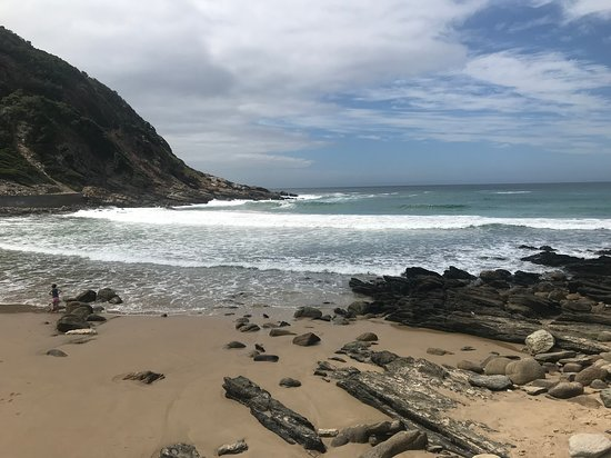 Victoria Bay, South Africa: They say a picture says more than a thousand words. The truth is a thousand words are not sufficient to describe the beauty of this little hidden bay just outside of George. MOST DEFINITELY a spot to stop at for a glimpse of paradise.