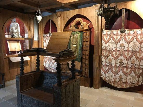 Fondi, Italia: Interno del Museo con ricostruzione della Sinagoga