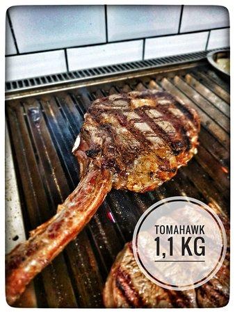 Espectacular Tomahawnk de 1,100 kg...  Bife ancho con hueso 👌🏼😋
