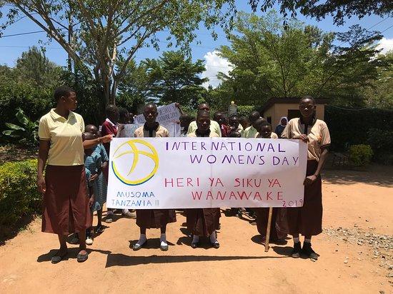 Musoma, Tanzânia: Celebrating International Women's Day!