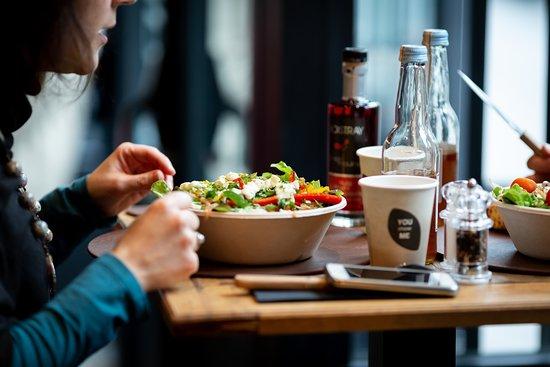 Basilic & Co Lille: Basilic & Co vous propose une salade sur mesure à déguster sur place, à emporter ou en livraison !