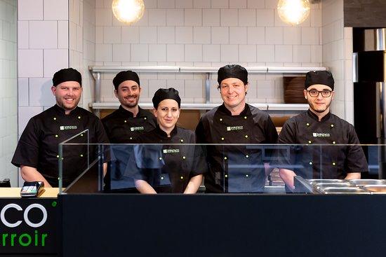 Basilic & Co Lille: Notre équipe vous accueille avec le sourire pour vous faire déguster nos pizzas de terroir !