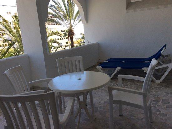 Aparthotel Monarque Sultan: Large balcony.