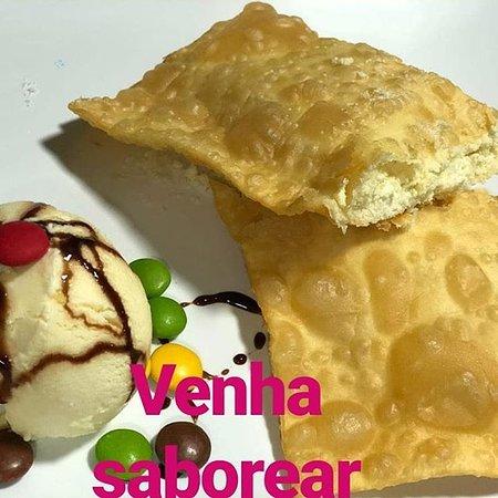 Alto Paraguai: pastel doce com uma bola de sorvete