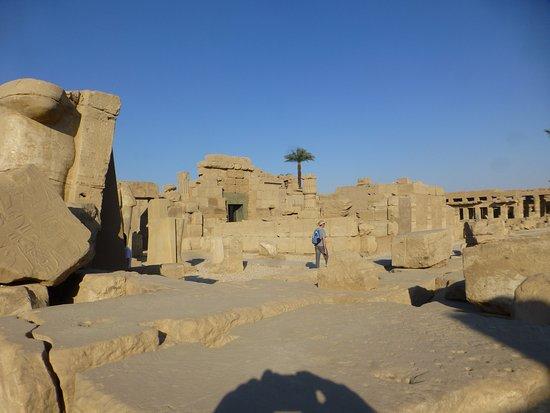 Karnak-Tempel: ruins before the lake