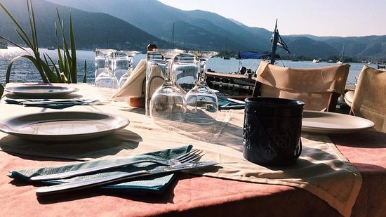 Geni, Hellas: Enjoy your dinner by the sea.