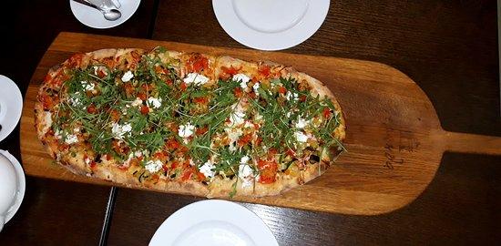 пицца с сыром Рикотта и овощами