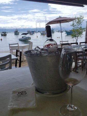 Marakuthai: Baldinho de gelo fornecido para nosso vinho.