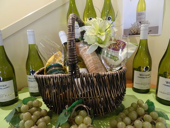 Waimauku, New Zealand: Lovely gift baskets of their tasty vintages