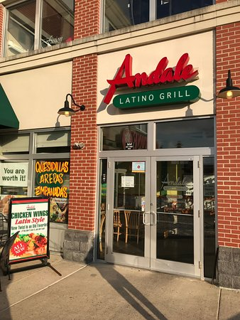 Andale Latino Grill: Exterior entrance