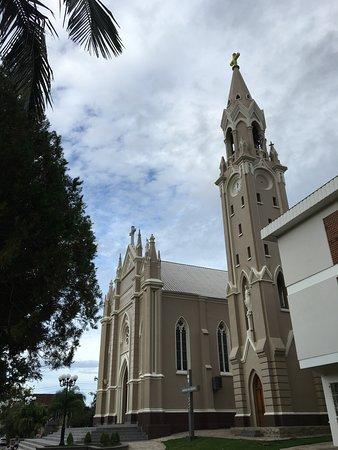 Parai, RS: Igreja e torre