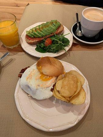 Rosevelvet Bakery: Amazing, fresh breakfast, amazing latte 100%