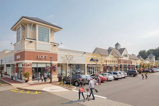 The Shoppes at Farmington Valley