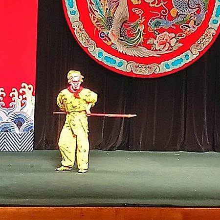 Taipei, Taïwan : 台北戲棚で西遊記の鑑賞を。ここでの鑑賞は月、水、金の週3日のみ。 完全観光客用の劇場です。 今回は西遊記がプログラム。 ここでは動画撮影はだめですが、静止画撮影はOKです。