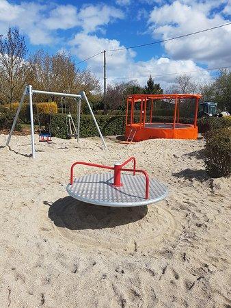 Aire de jeux et trampoline