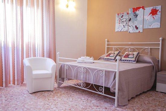 Brownie Room. Camera Matrimoniale con bagno privato, aria condizionata, minifrigo, tv schermo piatto.
