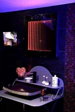 salle de bain rouge passion