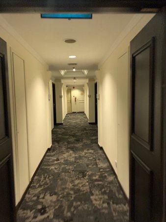 Village Hotel Bugis by Far East Hospitality: Hallway to room.