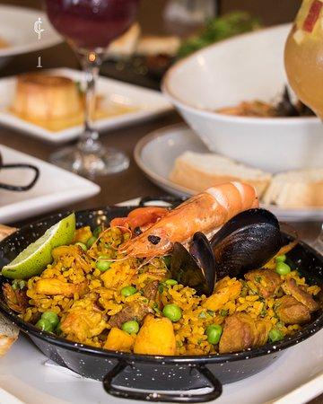 ¿Amas la carne, también los mariscos y no puedes escoger sólo uno?. 🍲  ¡La #paella mixta lo tiene todo! Seguro te va a encantar.  Pruébala en #Cortés en la carrera 37 # 42 – 16. Reserva tu mesa al 6950950 – 310261016.