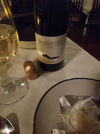 Mineral, VA: Valentine's Day dinner and wine . Wine was sweet , loved it !
