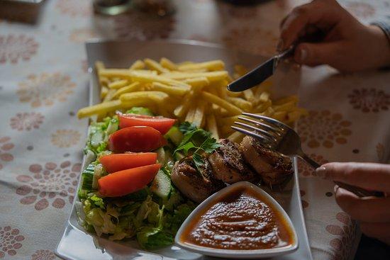 Karczma Rogata : Steki z polędwiczek wieprzowych są obecne w naszym menu od samego początku istnienia restauracji... Skosztuj i dowiedz się dlaczego...