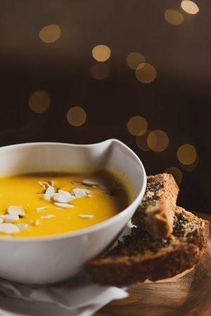 Karczma Rogata : Krem z dyni z grzankami z chleba pieczonego w naszej Karczmie