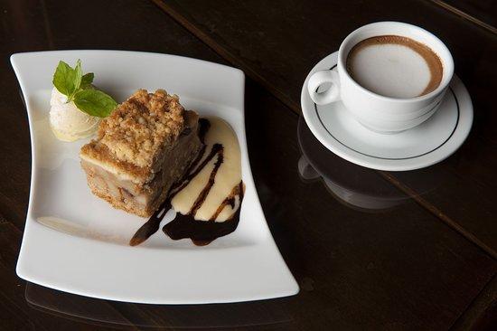 A to klasyk w naszym wydaniu - szarlotka pieczona w piecu chlebowym i nasza pyszna kawa. Dla dzieci proponujemy zamawiać BabyCino :)