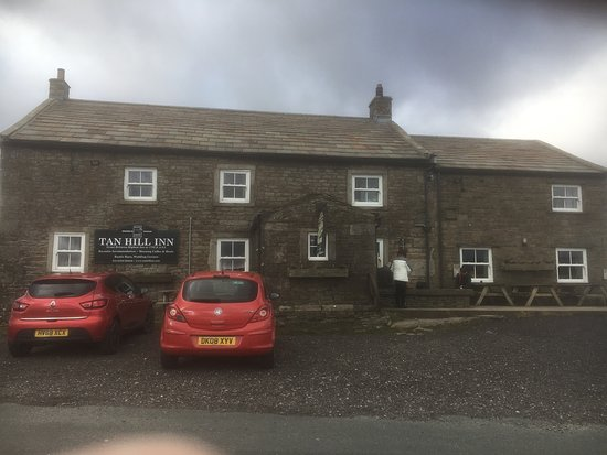 Swaledale, UK: Great inn actually in the middle of nowhere with great choice of real ales, Gins and whiskey, food was also very nice with the usual pub food but definitely recommend the pies.