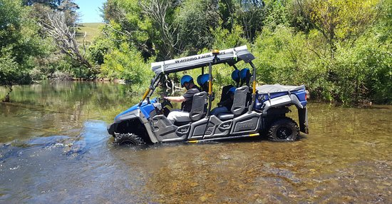 Waitomo District, Новая Зеландия: Mahoenui river crossing with Waitomo Farm Tours