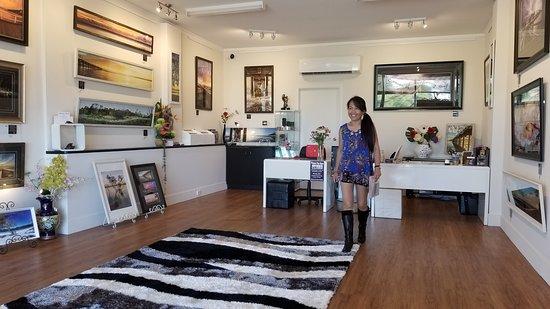 Urangan, Австралия: Working in my Gallery at Shop 5, Torquay Professional Centre, Bideford Street, Torquay, HERVEY BAY QLD 4655 Australia