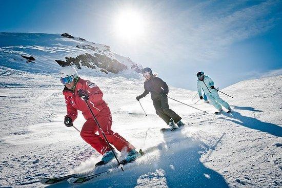 Ski- oder Snowboardverleih von...